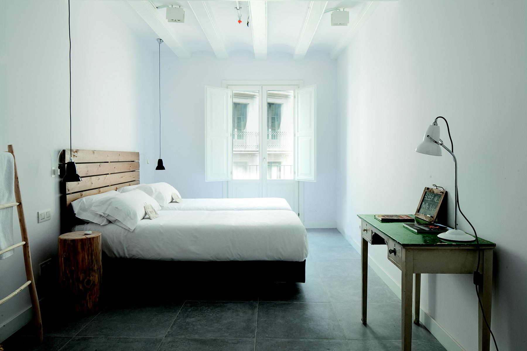 Entrevista monica grau sobre el hotel sostenible hostal for Hostal familiar barcelona