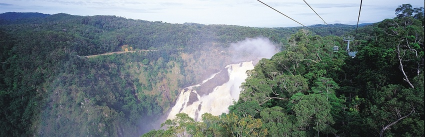 Cascadas Barron vistas des del Teleférico Skyrail Rainforest, Cairns, Australia