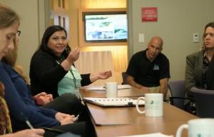 Mayra Gonzalez con Bradd Morse hablando sobre Ecoturismo - Conferencia de Turismo Sostenible