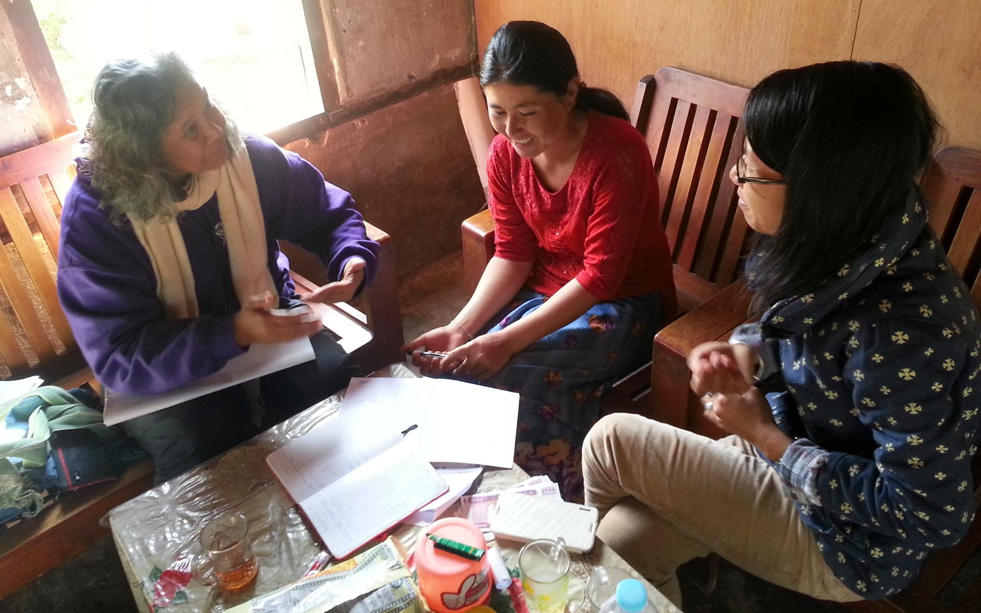 Training villagers in accounting and group management Hta Nee La Leh village Kayah State ITC