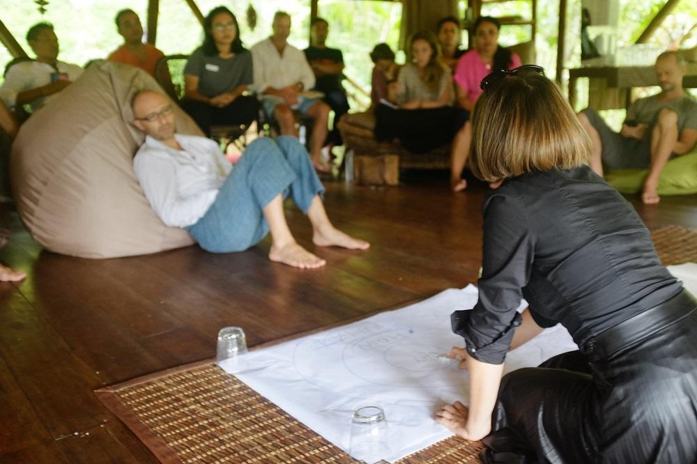Carole Favre dando seminario en Bali